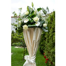 Aranjament floral stalp