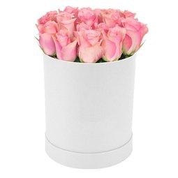 Cutie de trandafiri roz