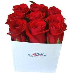 Cutiuta cu trandafiri rosii