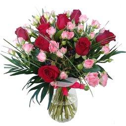 Imbratisari cu trandafiri