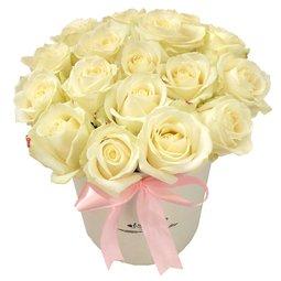 Trandafiri albi in cutie