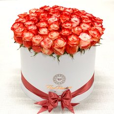 Cabaret Roses Box | Million Roses by FlorPassion