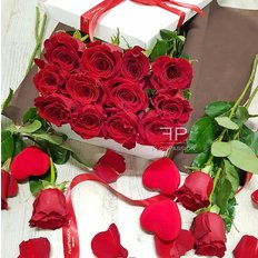 Dodici Rose Rosse in Scatola Regalo