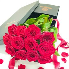 Red Naomi Roses Gift Box | Luxury Valentines Gift | Send Flowers to Milan