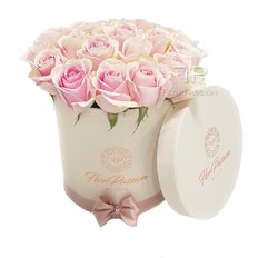 Pink Roses Box | Luxury Florist | Send Flowers to Milan Italy