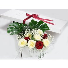 Red Roses and White | Valentines Gift Box | Sending Flowers Milan