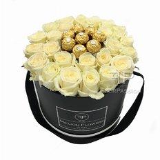 Scatola Million Flowers con Rose Bianche e Cioccolatini Ferrero Rocher consegna in giornata Milano e Roma