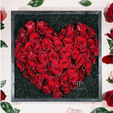 Send Luxury Valentines Gift Box to Milan | Red Roses Heart | Free Flower Delivery with FlorPassion