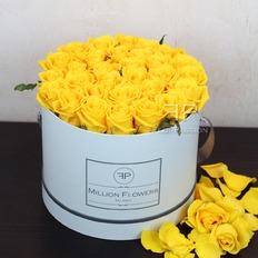 Luxury Gift Yellow Roses Box with same day delivery in Milan Italy